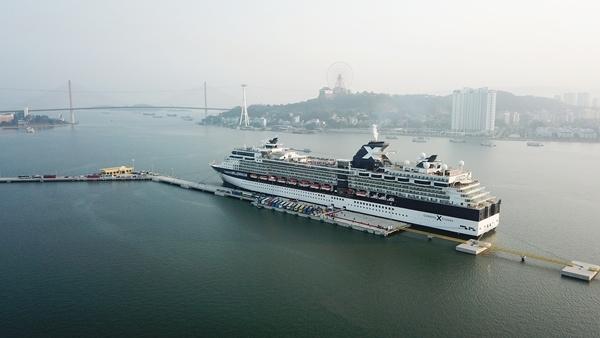 Cảng tàu khách du lịch quốc tế chuyên biệt Hạ Long đầu tiên của cả nước.
