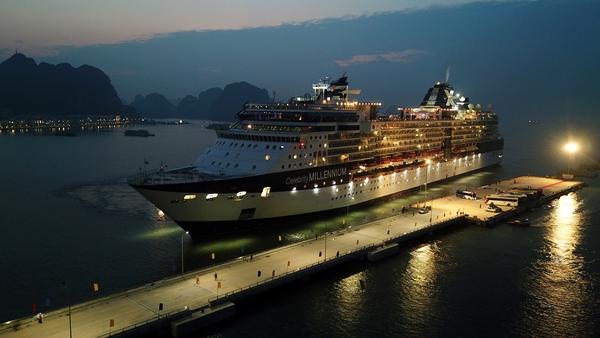 Đón tàu du lịch quốc tế trọng tải lớn đầu tiên